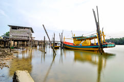 Boot bij pier Stock Foto