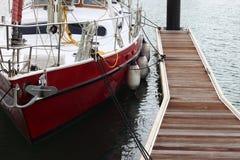 Boot bij Pijler Royalty-vrije Stock Fotografie