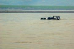 Boot bij Yangtze-rivier stock afbeeldingen