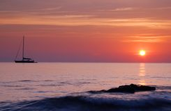 Boot bij zonsopgang Royalty-vrije Stock Fotografie