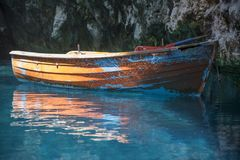 Boot binnen Melissani-Meerhol Kefalonia Royalty-vrije Stock Foto