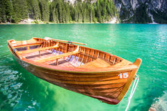 Boot in Braies-meer Stock Foto's