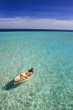 Boot, das in den Malediven treibt Stockbild
