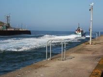 Boot, das heraus zum Meer Gorleston vorangeht stockbild
