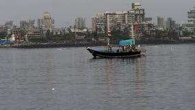 Boot in de oceaan royalty-vrije stock afbeeldingen