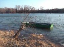 Boot in de rivier stock foto