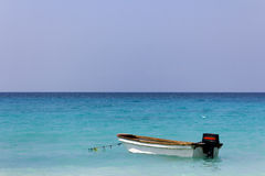 Boot in den Karibischen Meeren Lizenzfreies Stockbild