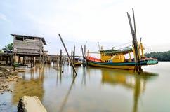 Boot an der Anlegestelle Stockfoto