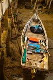 Boot an der Brücke am Abend Lizenzfreies Stockfoto