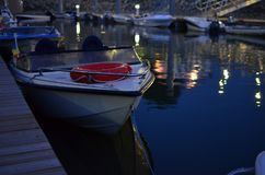 Boot in der Nachtzeit lizenzfreies stockbild
