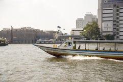 Boot des Ausfluglangen schwanzes Stockfoto