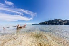 Boot des langen Hecks in Thailand lizenzfreie stockfotos
