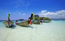 Boot des langen Hecks in Thailand stockfoto