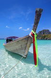 Boot des langen Hecks in Thailand Stockbilder
