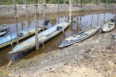 Boot des langen Schwanzes festgemacht auf Kanal Stockfotografie