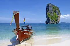 Boot des langen Schwanzes in Poda-Insel, Thailand stockfotografie