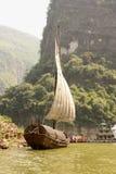 Boot des traditionellen Chinesen auf Yangtze-Fluss, China stockfotografie