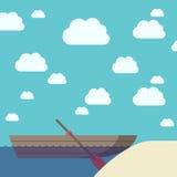 Boot dichtbij zandstrand Royalty-vrije Stock Afbeeldingen