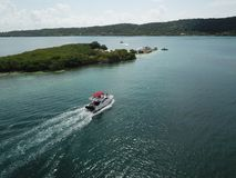 Boot die hapinnes in paradijs vinden royalty-vrije stock afbeeldingen
