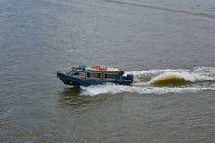 Boot die mensen vervoeren aan het werk in Victoria Island, Lagos Royalty-vrije Stock Afbeeldingen