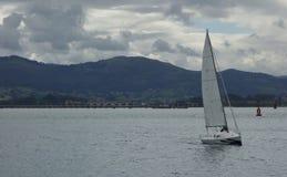 Boot die op het overzees varen Stock Foto