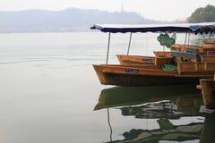 Boot die op het Westenmeer varen in China Stock Fotografie