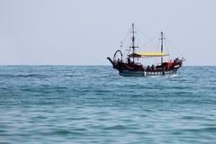 Boot die op overzees varen Royalty-vrije Stock Afbeeldingen
