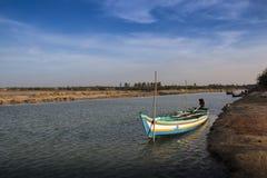 Boot die zich in het meer bevinden Stock Foto