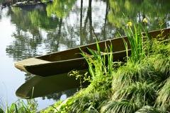 Boot door Meer Stock Afbeeldingen