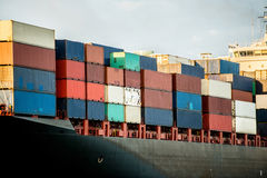 Boot dragende containers Royalty-vrije Stock Fotografie