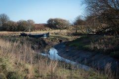 Boot durch den Fluss Stockfotos