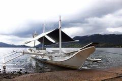 Boot durch den See Stockbild