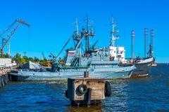 Boot in een haven wordt gedokt die Royalty-vrije Stock Foto