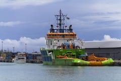 Boot in einem Hafengebiet Lizenzfreie Stockfotos