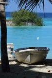 Boot in einem trpoical Hafen Stockfoto