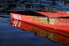 Boot en bezinning royalty-vrije stock foto