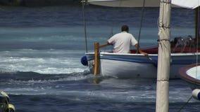 Boot en blauw water in Capri stock video