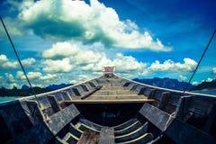 Boot en blauwe hemel Stock Foto's