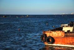 Boot en de Middellandse Zee Stock Afbeelding