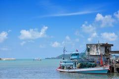 Boot en dokwerker Royalty-vrije Stock Foto's