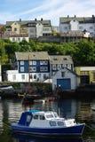 Boot en jacht dat door het overzees wordt aangelegd Royalty-vrije Stock Afbeeldingen