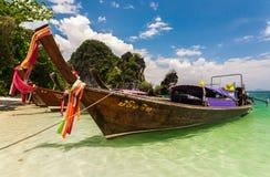 Boot en strand in Krabi Stock Fotografie