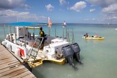 Boot für entspannendes Tauchen Stockbilder