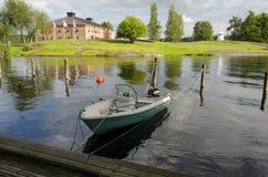 Boot gebunden am Dock Stockfotografie