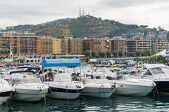 Boot geparkt nahe Ufer Stockfotografie