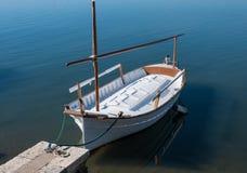 Boot in haven wordt vastgelegd die Royalty-vrije Stock Fotografie