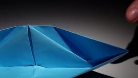 Boot hergestellt vom Papier origami nahaufnahme stock video footage