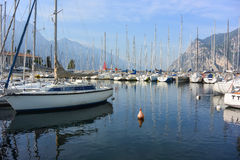 Boot in het meer Royalty-vrije Stock Foto's