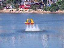 Boot in het meer Stock Afbeelding