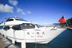 Boot in het meer van de zonmaan Royalty-vrije Stock Foto